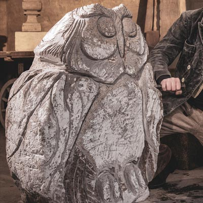 Eule in Stein gemeißelt