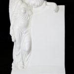 Klassische Stele mit plastischen Engel