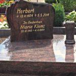 pflegeleichtes Urnengrab mit Granitvase