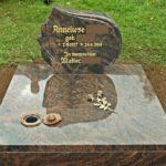 Grabplatte mit verschließbarer Versenkvase